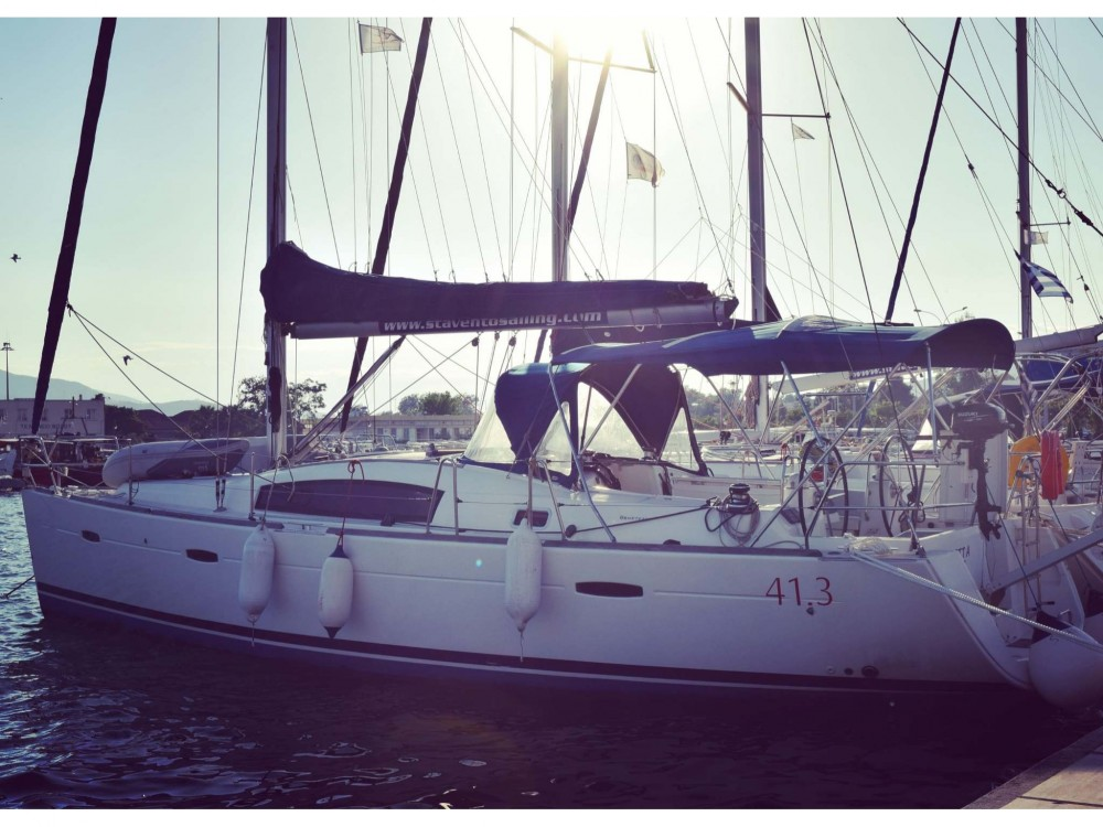 Rental Sailboat in Volos - Bénéteau Oceanis 40