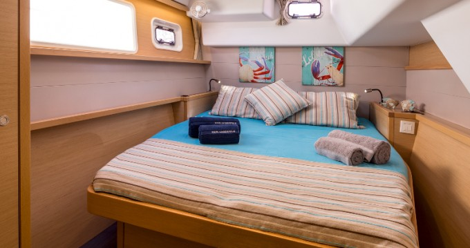 Hire Catamaran with or without skipper Lagoon Santorini Port