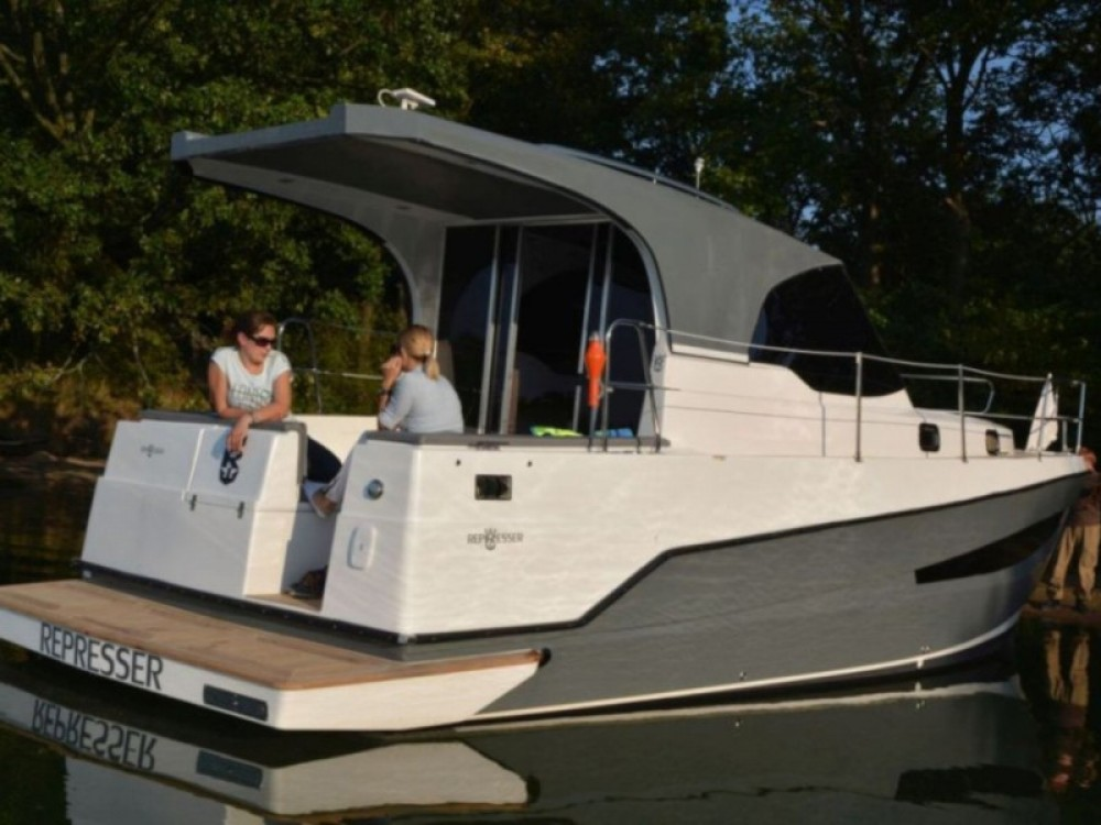 Motor boat for rent Port PTTK Wilkasy at the best price