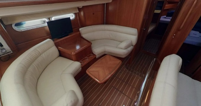 Jeanneau Sun Odyssey 54 DS between personal and professional Betina