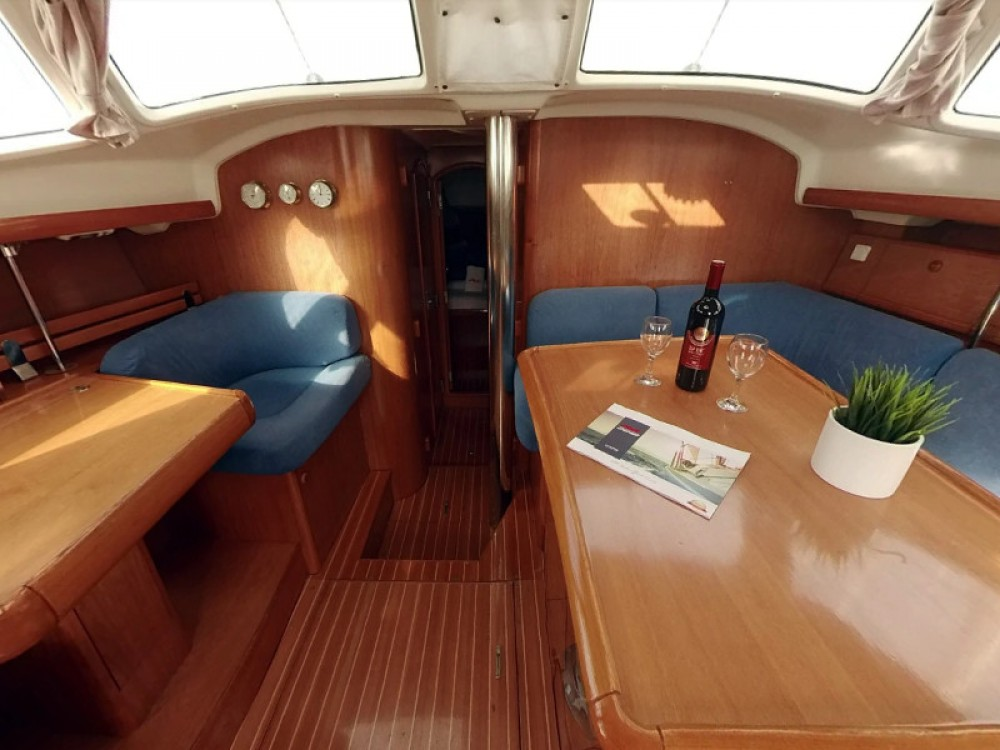 Jeanneau Sun Odyssey 43DS between personal and professional
