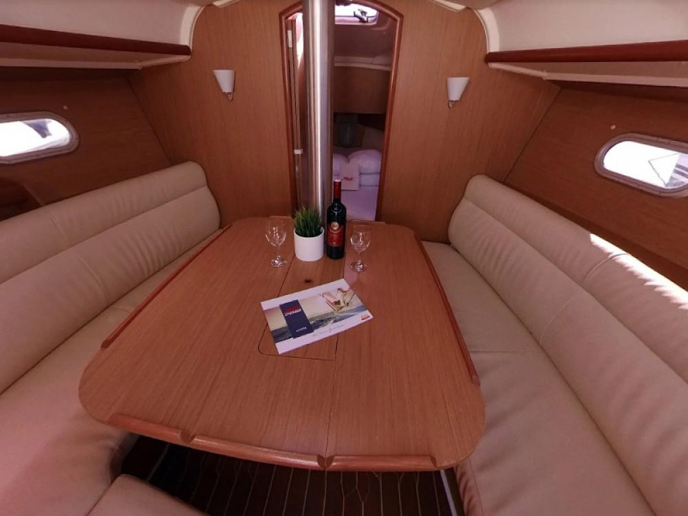 Rental Sailboat in  - Jeanneau Sun Odyssey 32i