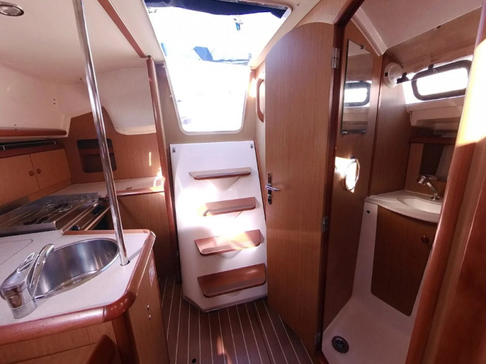 Rental yacht  - Jeanneau Sun Odyssey 32i on SamBoat