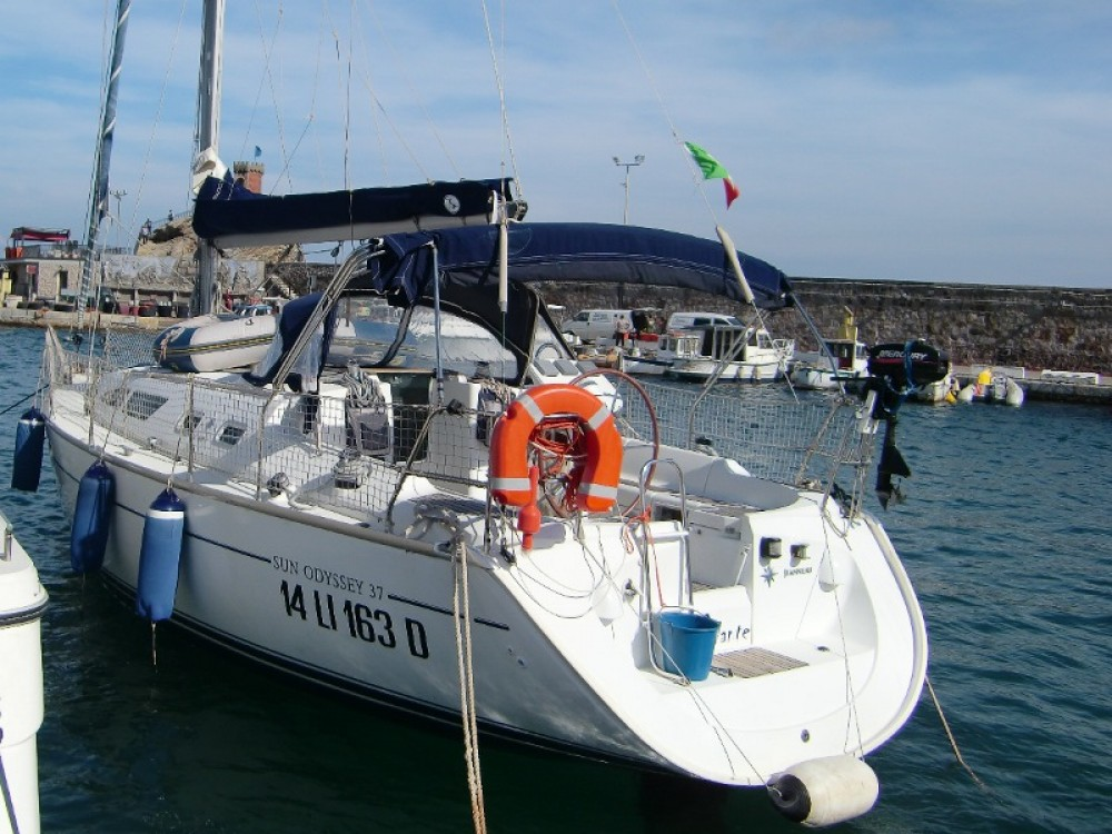 Hire Sailboat with or without skipper Jeanneau Taranto