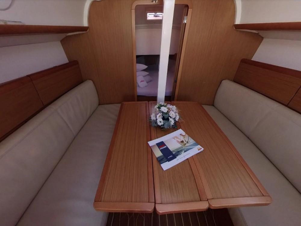 Rental yacht  - Jeanneau Sun Odyssey 30i on SamBoat