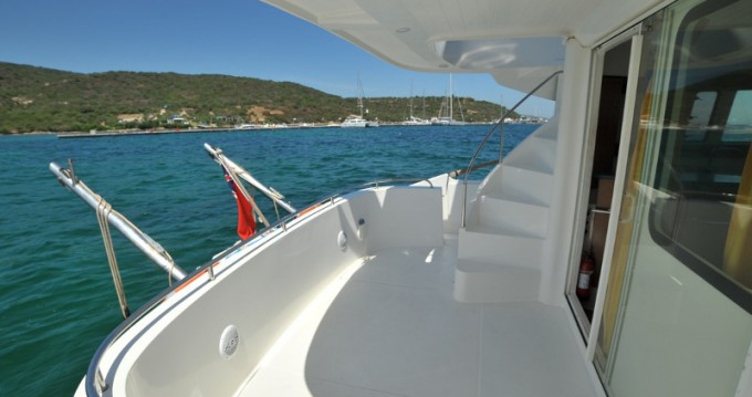 Motorboat for rent Marina di Portisco at the best price
