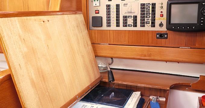 Boat rental Elan Elan 431 in Betina on Samboat