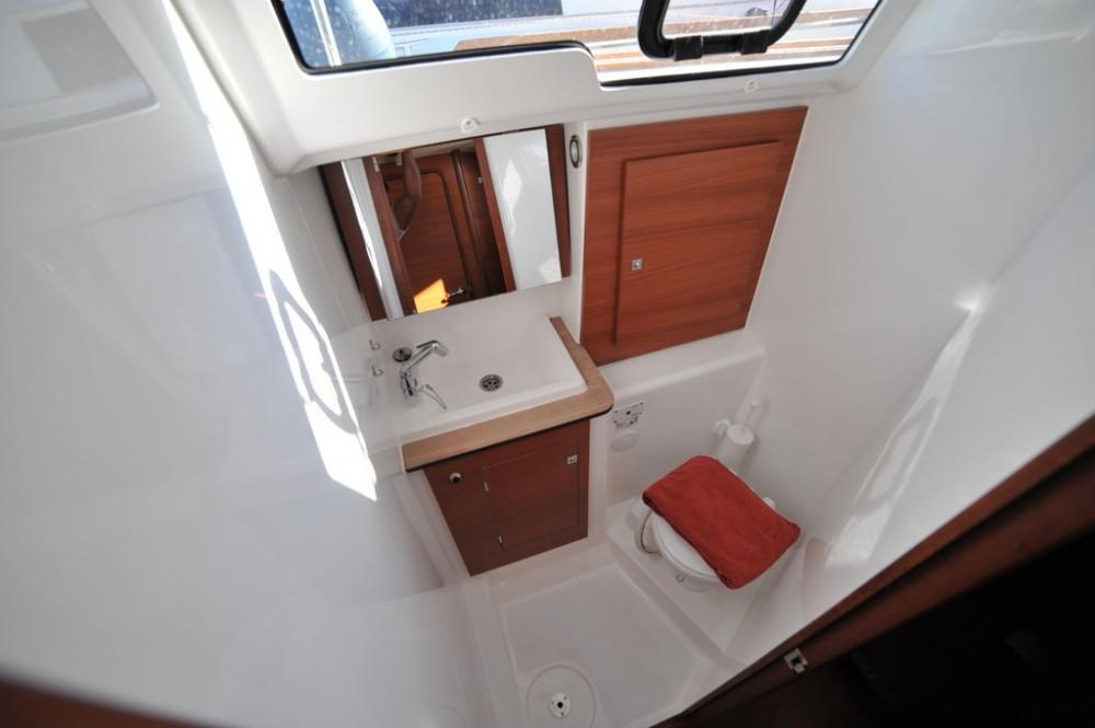 Boat rental Dufour Dufour 382 Grand Large in Marina di Portisco on Samboat