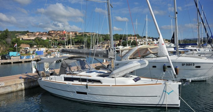 Dufour Dufour 360 Grand Large between personal and professional Marina di Portisco