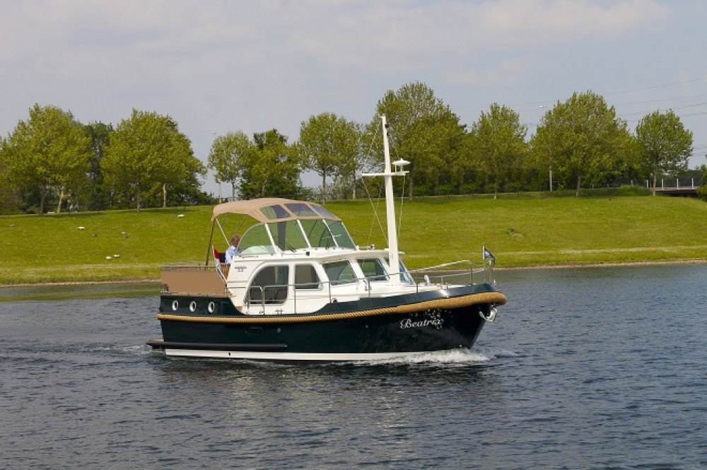 Motorboat for rent Capestang at the best price