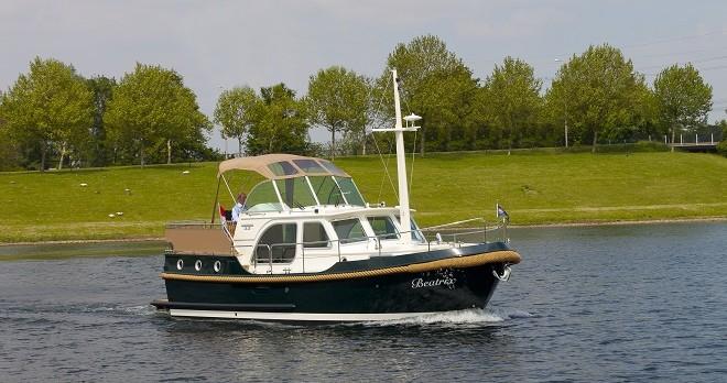 Rental Motorboat in Capestang - Linssen Linssen Classic Sturdy 32 AC
