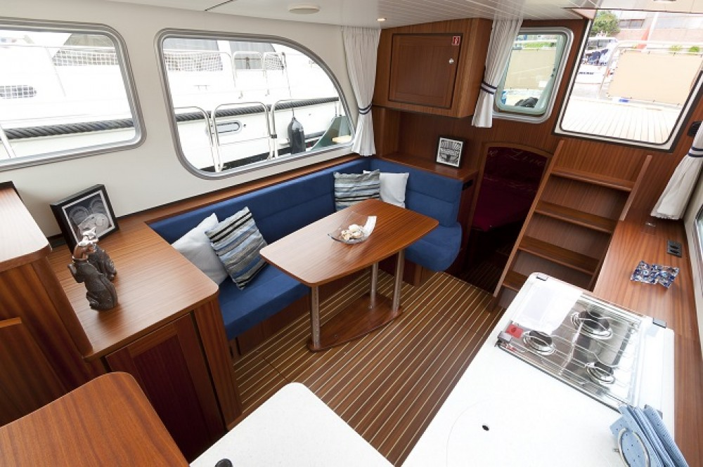 Boat rental Linssen Linssen Classic Sturdy 32 AC in Capestang on Samboat