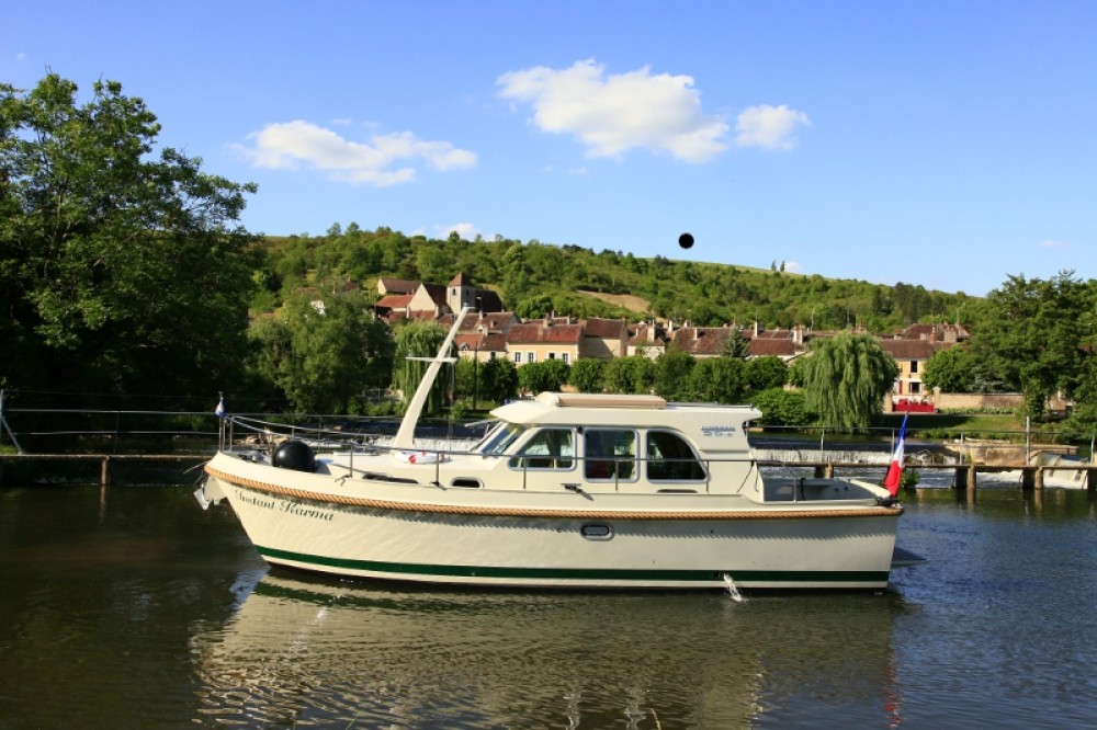 Rental Motor boat in Capestang - Linssen Linssen Grand Sturdy 29.9 Sedan