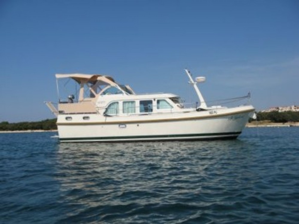 Motor boat for rent Tonnerre at the best price