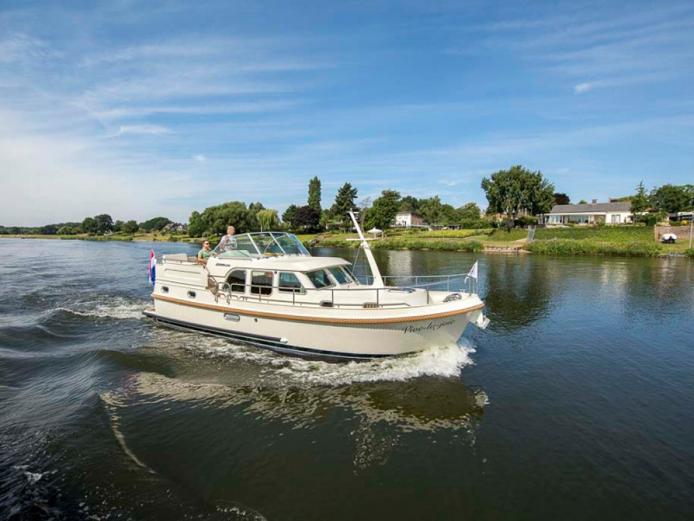 Hire Motor boat with or without skipper Linssen Capestang