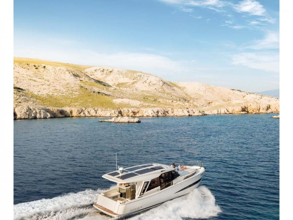 Hire Motor boat with or without skipper Greenline Palma