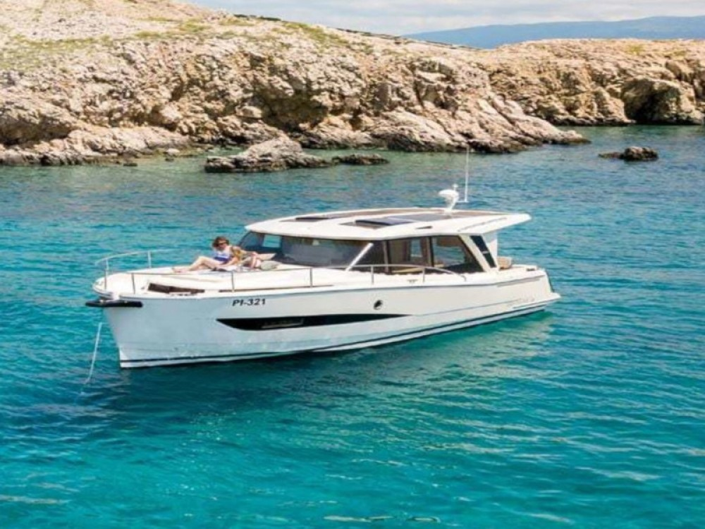Boat rental Greenline Greenline Hybrid 33 in Palma on Samboat