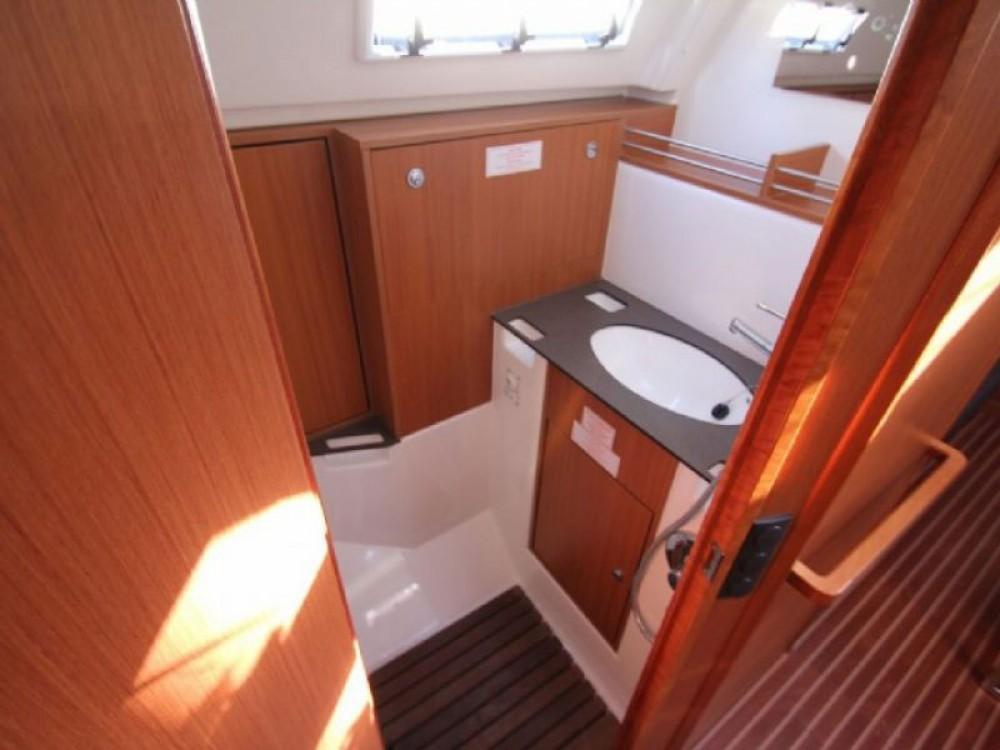 Boat rental Bavaria Bavaria Cruiser 36  in Skiathos on Samboat