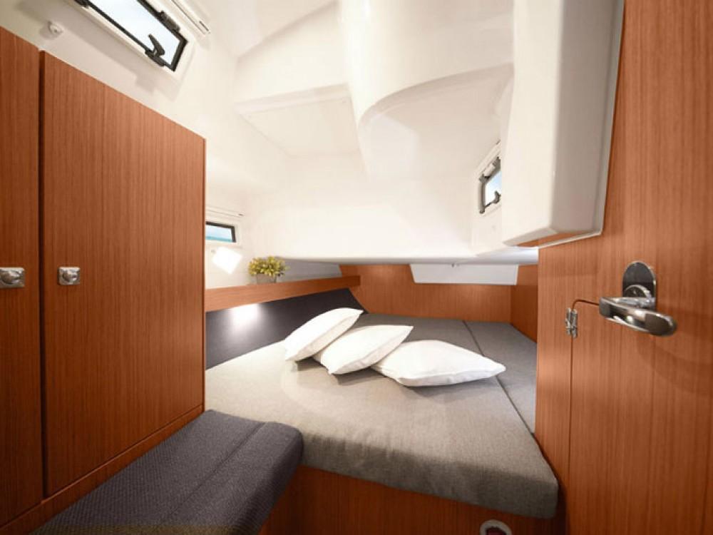 Rental Sailboat in Skiathos - Bavaria Bavaria Cruiser 36