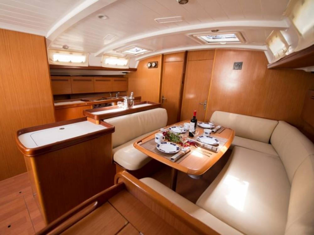 Boat rental Bénéteau Beneteau Cyclades 50.5 in Lefkada on Samboat