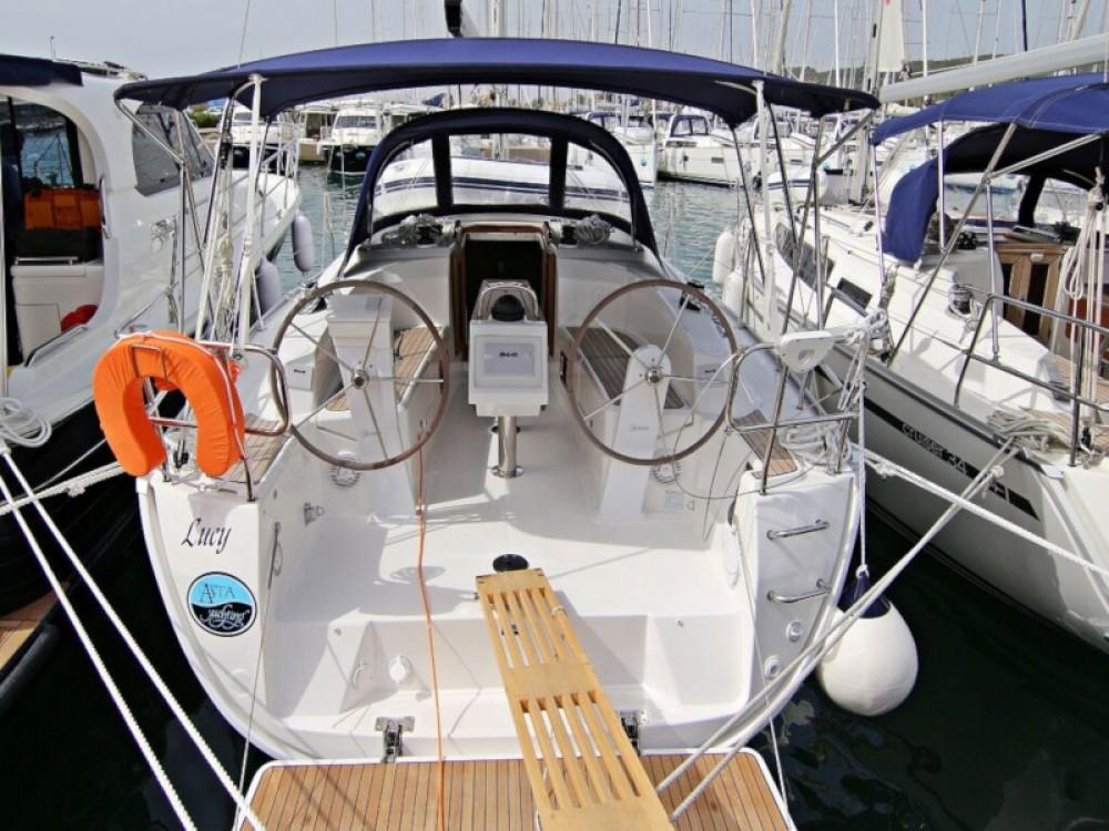 Boat rental Bavaria BAVARIA C 34  in Sukošan on Samboat