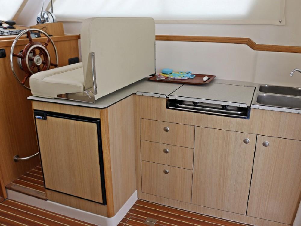 Boat rental  cheap ADRIA 1002V BT (14)