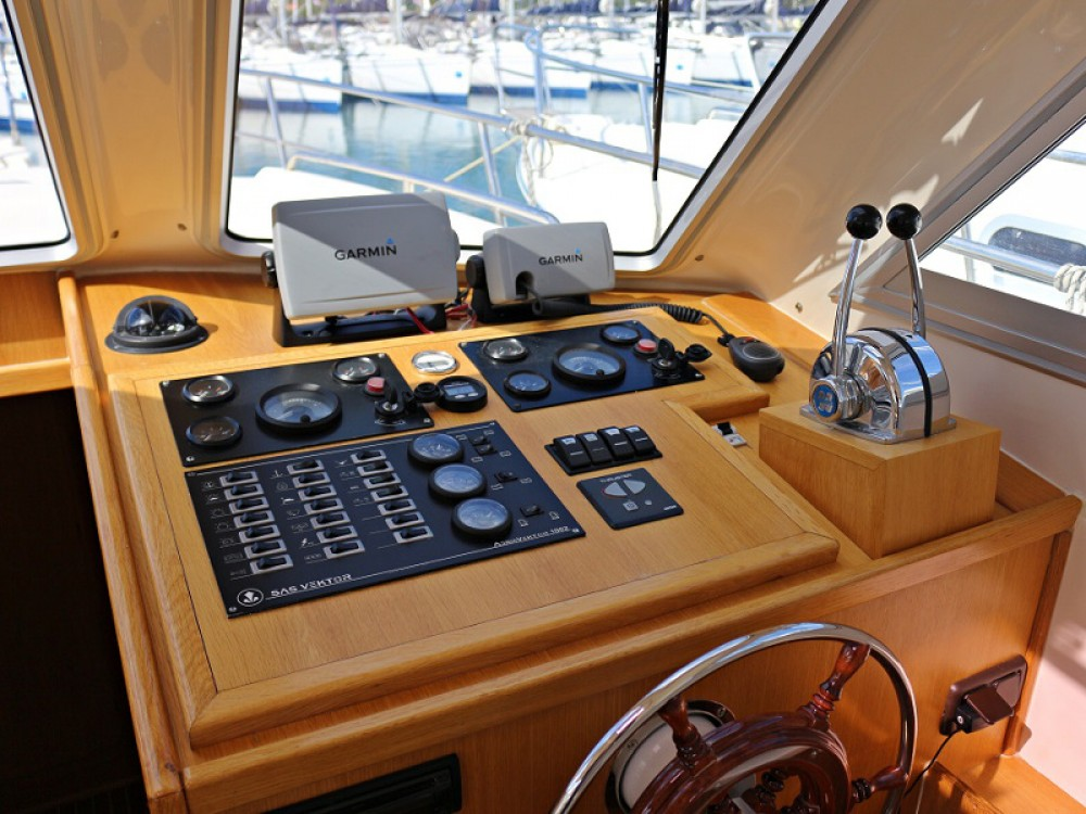 Rental Motorboat in Sukošan - Sas Vektor ADRIA 1002V  BT (12)