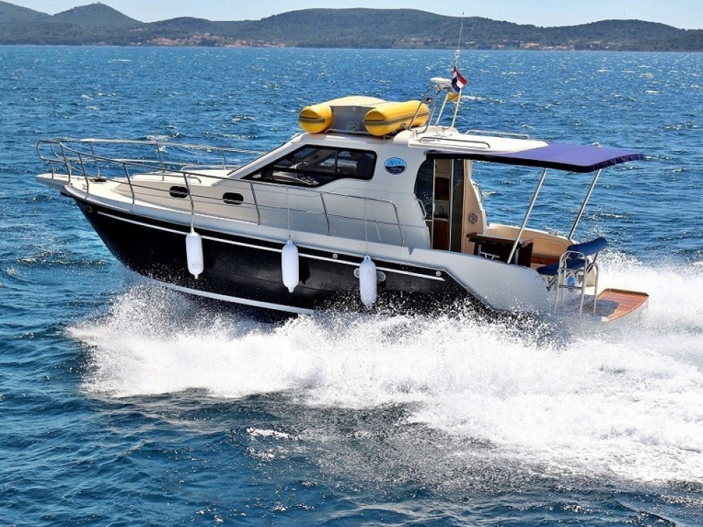 Rental Motorboat Sas Vektor with a permit