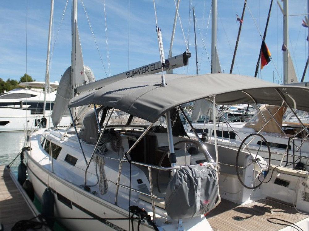 Rent a Bavaria Bavaria Cruiser 41 Primošten