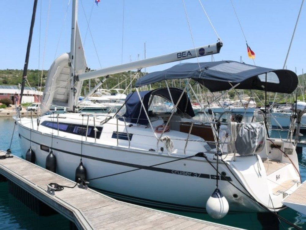 Rental Sailboat in Primošten - Bavaria Bavaria Cruiser 37