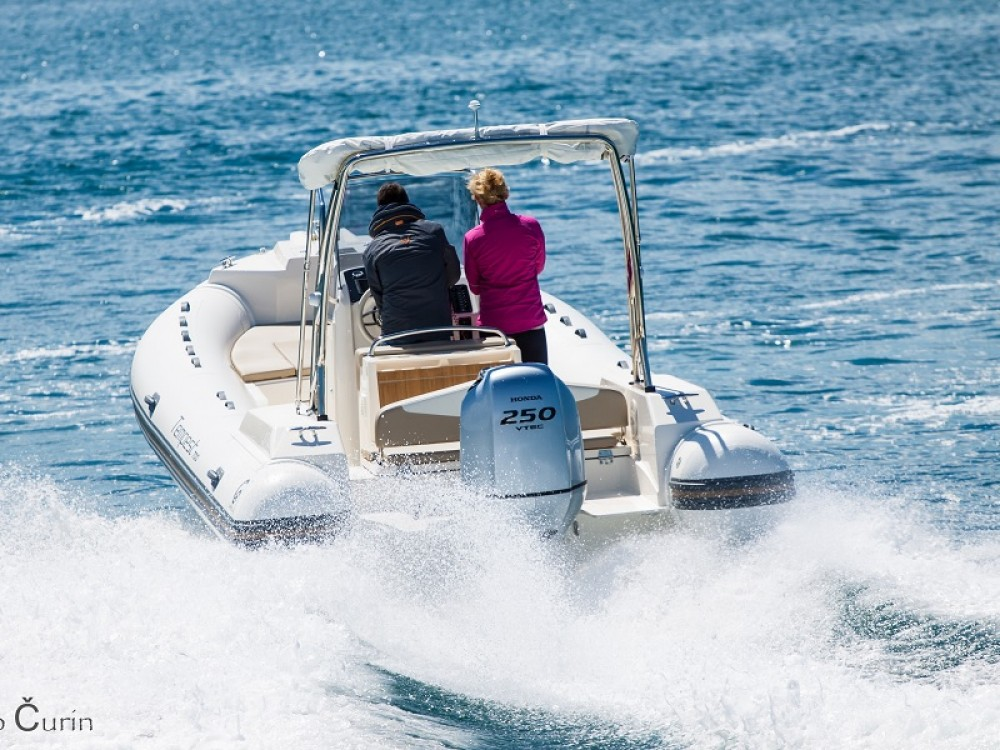 Rental Motorboat Cantiere with a permit
