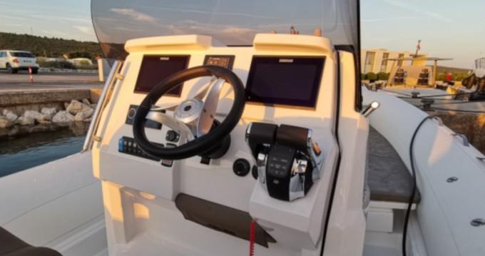 Rental Motorboat in Sukošan -  CLUBMAN 28 + Mercury 2x250