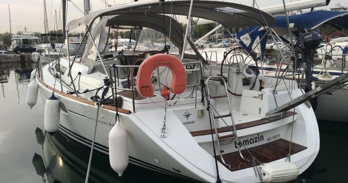 Rental Sailboat in Alimos - Jeanneau Jeanneau - Sun Odyssey 44