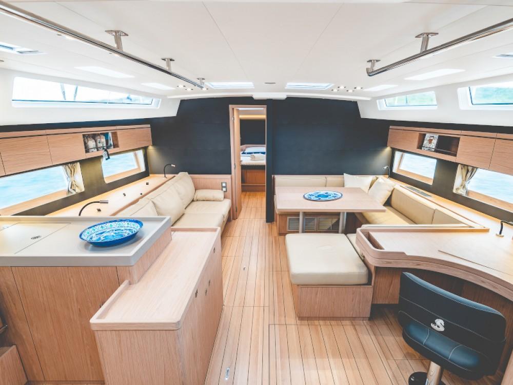 Boat rental Bénéteau Oceanis 55.1 in Álimos on Samboat