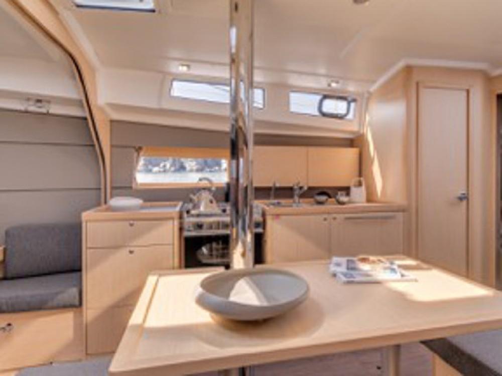 Rental yacht Alimos Marina - Bénéteau Beneteau - Oceanis 38 on SamBoat