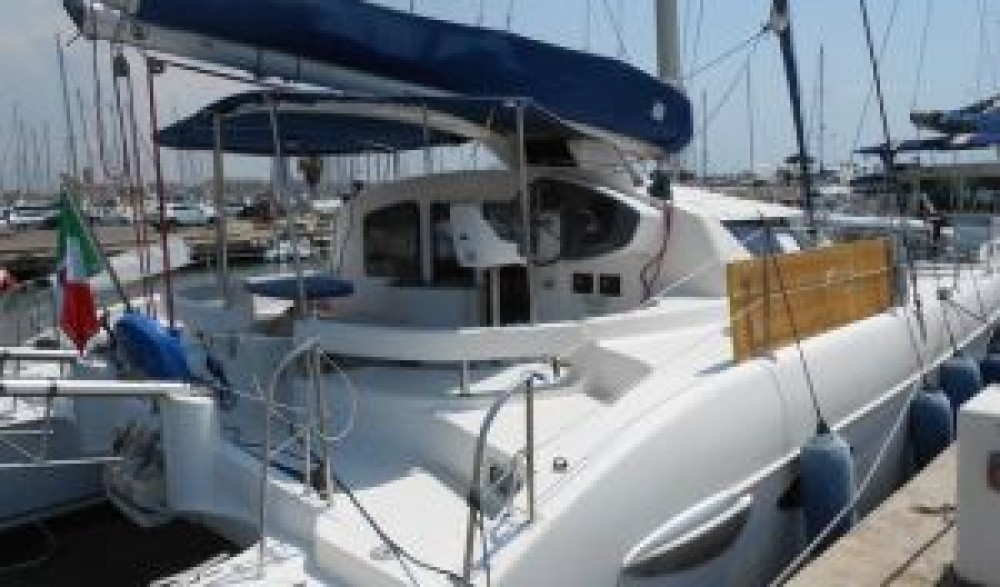 Hire Catamaran with or without skipper Fountaine Pajot Nettuno