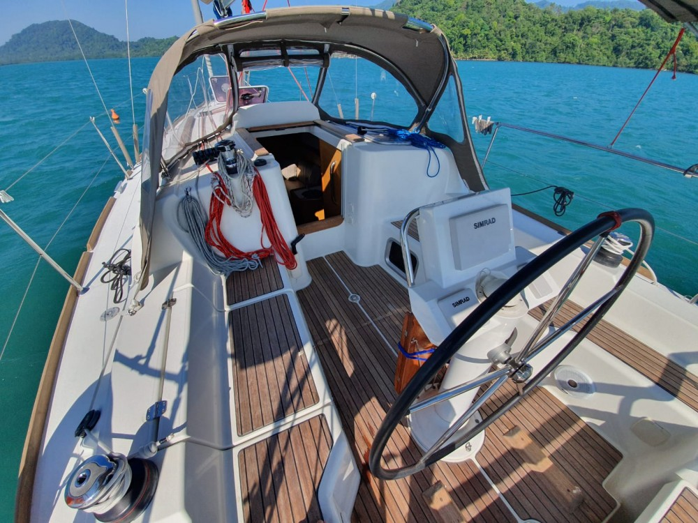 Jeanneau Sun Odyssey 33i between personal and professional Pattaya