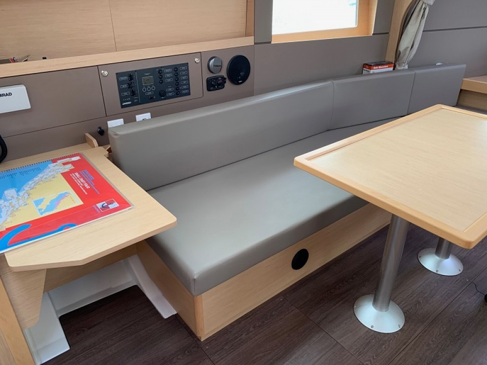 Bénéteau Oceanis 38 Owner Version between personal and professional Grad Pula