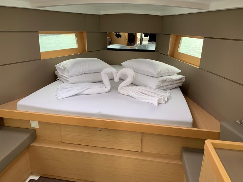 Boat rental Bénéteau Oceanis 38 Owner Version in Grad Pula on Samboat
