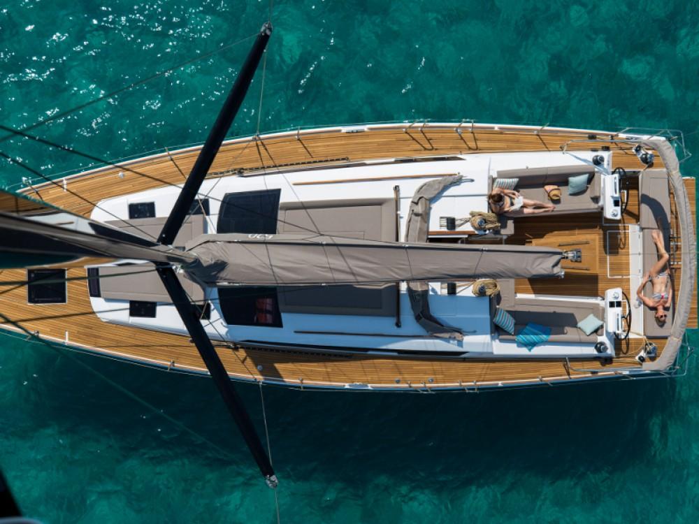 Boat rental Dufour Dufour 520 GL in Primošten on Samboat