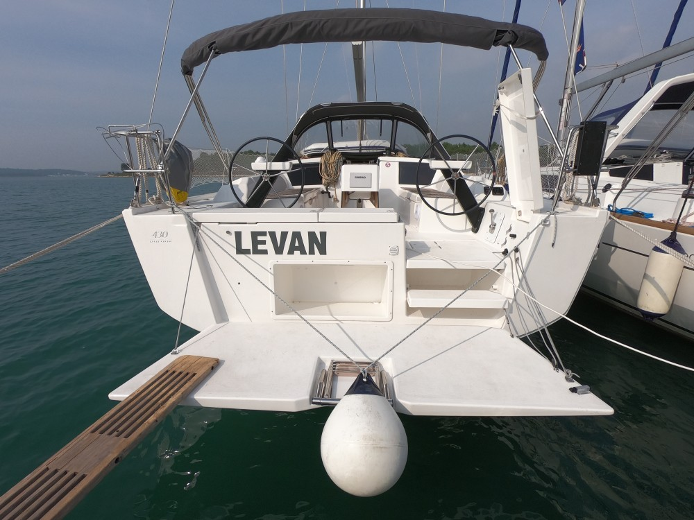 Rental Sailboat in Medulin - Dufour Dufour 430 Grand Large