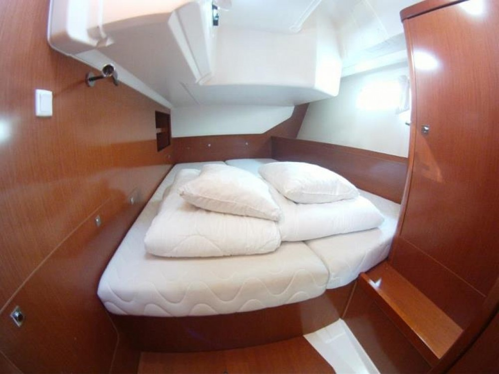Boat rental Bénéteau Oceanis 45 in  on Samboat