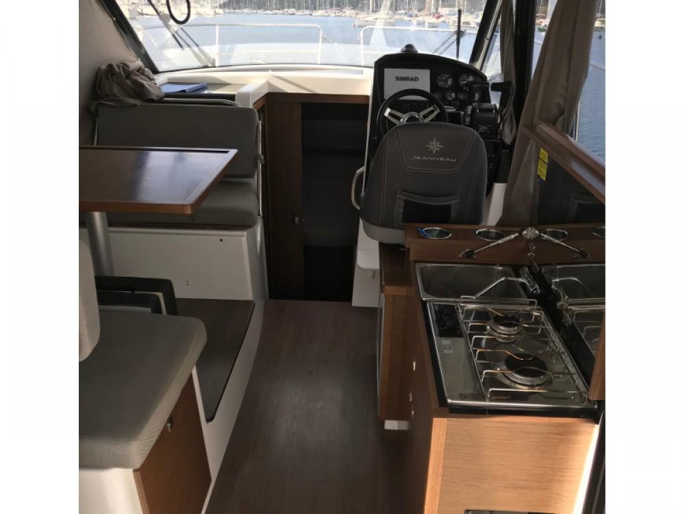 Rental yacht Pula - Jeanneau Jeanneau Merry Fisher 895 on SamBoat