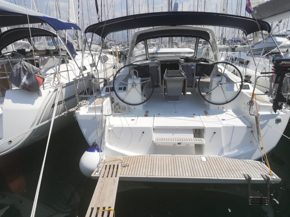 Boat rental Bénéteau Oceanis 41.1 in Medulin on Samboat