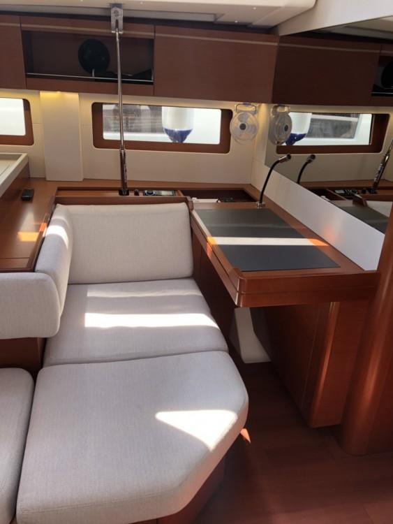 Boat rental Bénéteau Oceanis 51.1 in Medulin on Samboat