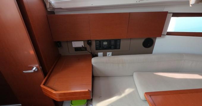 Boat rental Bénéteau Oceanis 35.1 in Medulin on Samboat