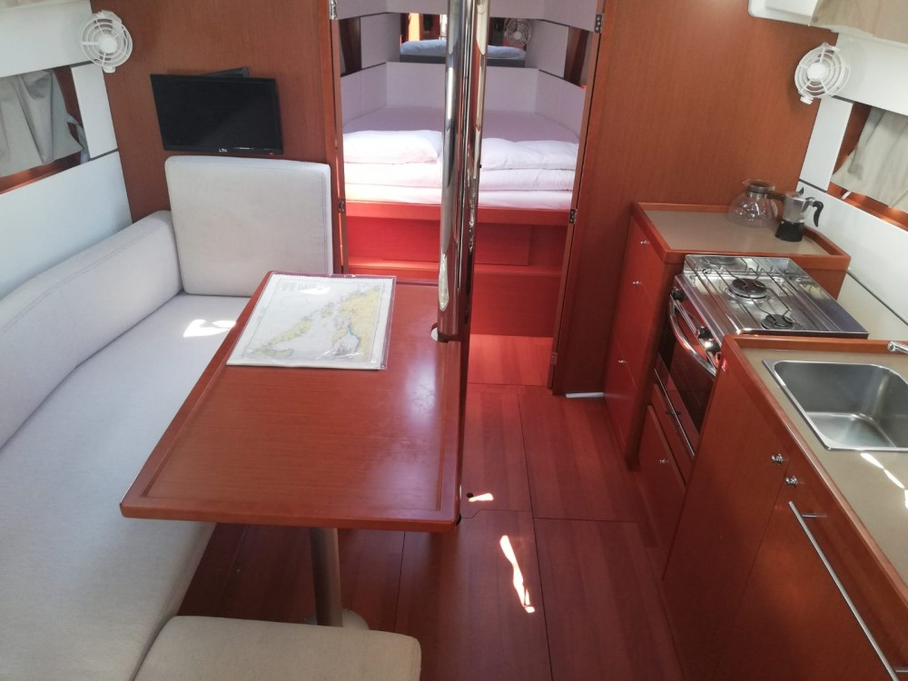 Rental yacht Kaštel Gomilica - Bénéteau Oceanis 38.1 on SamBoat