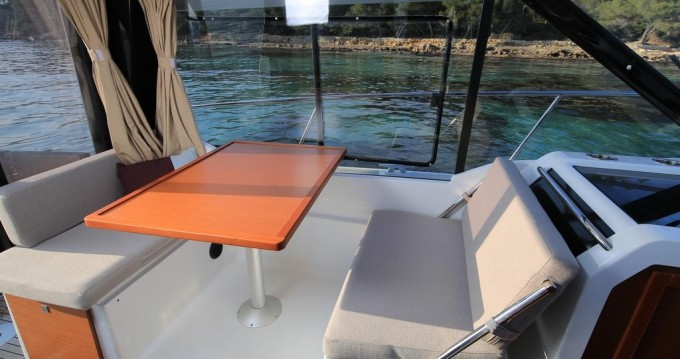 Hire Motorboat with or without skipper Jeanneau Veruda