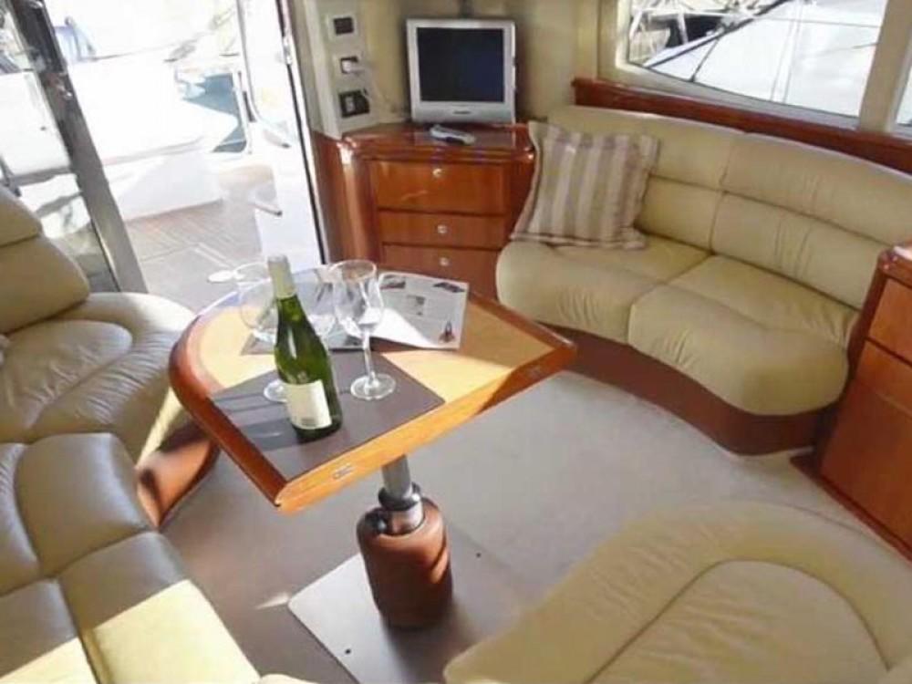 Boat rental Azimut Azimut 39 in Marina Pirovac on Samboat