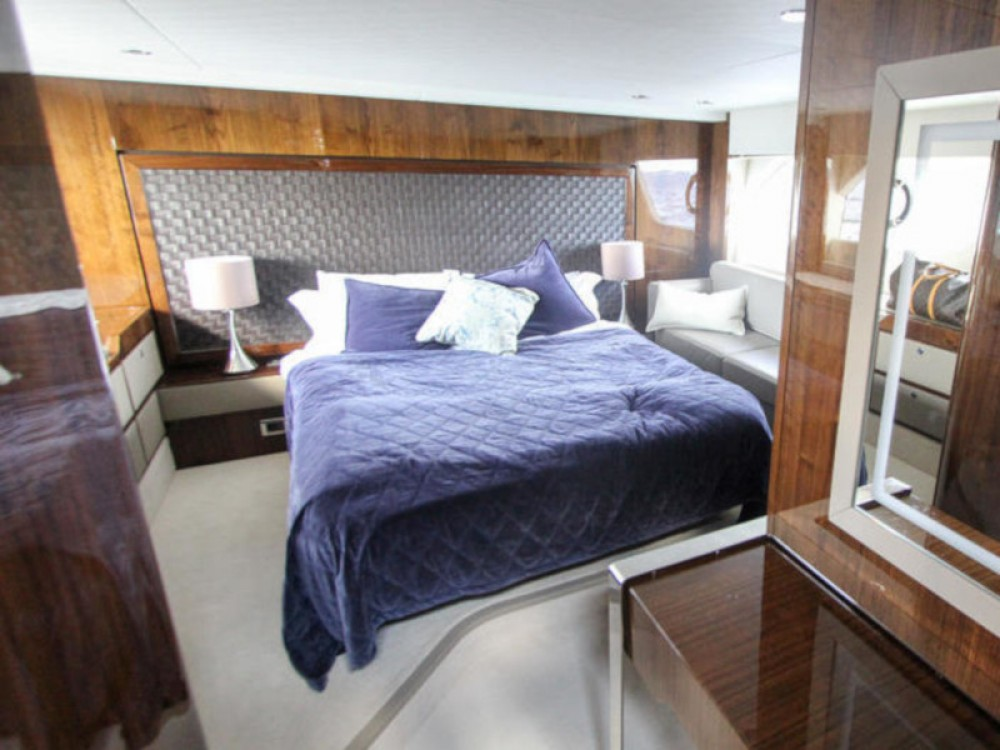 Rental yacht Hjellestad Marina - Fairline Fairline Squadron 53 on SamBoat